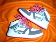 Moderní kotníčkové sportovní boty, 33