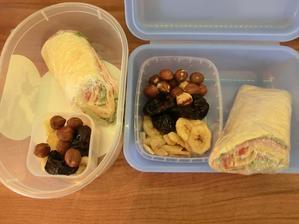 plněná tortilla, sušený banán, sušené švestky, lískové oříšky