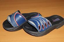 Gumové pantofle, 24
