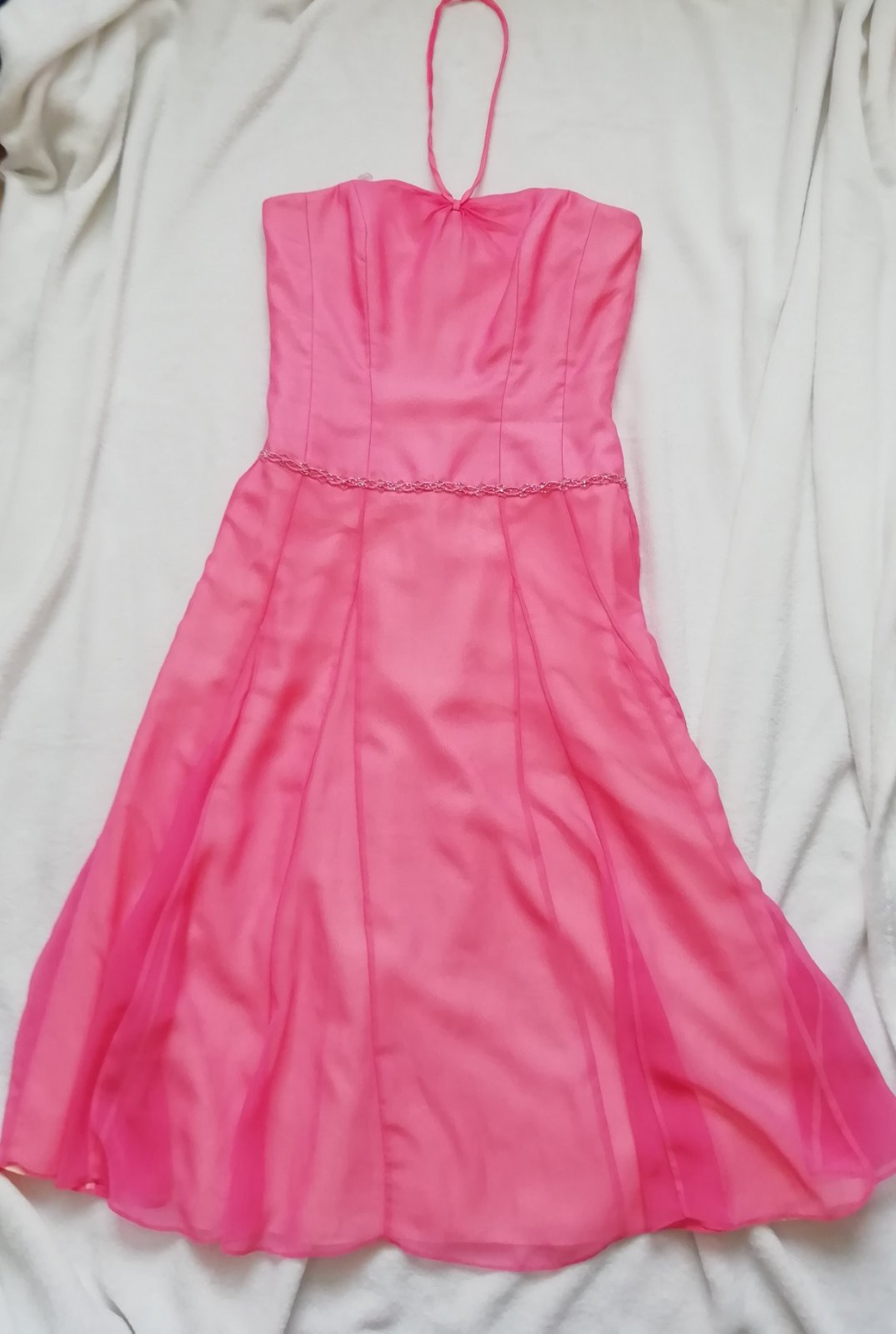 f6d457419f2f Krásné plesové šaty