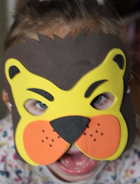 Be91. karnevalová maska lvíček,