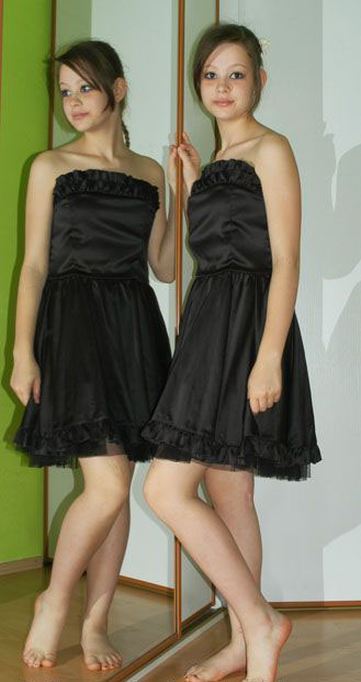 Společenské krátké černé saténové šaty i na léto, 38