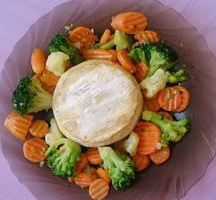 Camembert a zelenina ,na masle usmazena Bretanska zmes 😉🍴