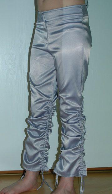 Společenské saténové šedé kalhoty s řasením, 146
