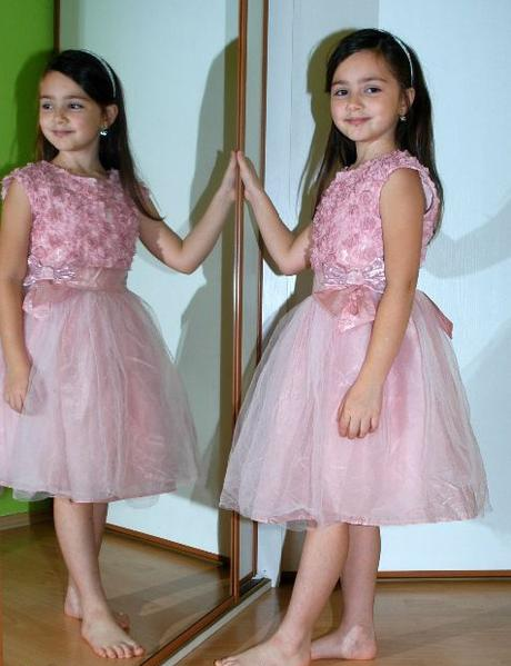 Tylové růžové šaty pro princeznu - vady,