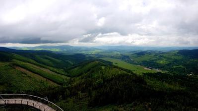 V rámci jednoho europrojektu jsem měla možnost doprovázet žáky naší ZŠ na výměnný pobyt, hned první den jsme se s dětmi podívala na Stezku v oblacích na Dolní Moravě.