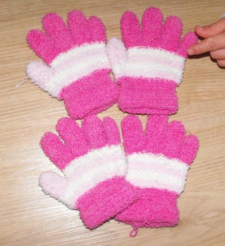 E114. prstové rukavice růžové, 98