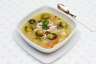 Kuřecí polévka s růžičkovou kapustou