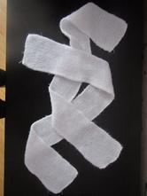 1x bílá pletená šála,68, 68