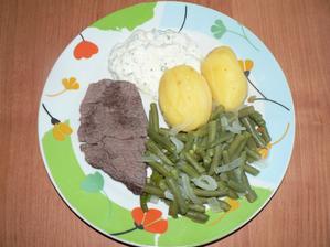 OBĚD: plátek vařeného hovězího, fazolové lusky, brambor a jogurt a´la tatarka