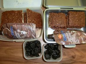 Zdravější perník na plech, jogurt, sušené švestky