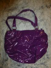 Fialová kabelka,