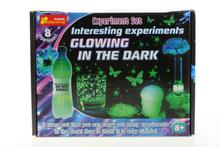 Experimenty světélkování ve tmě,