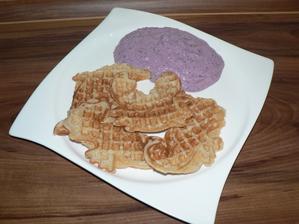 SNÍDANĚ: pohankové vafle a tvaroh s borůvkami