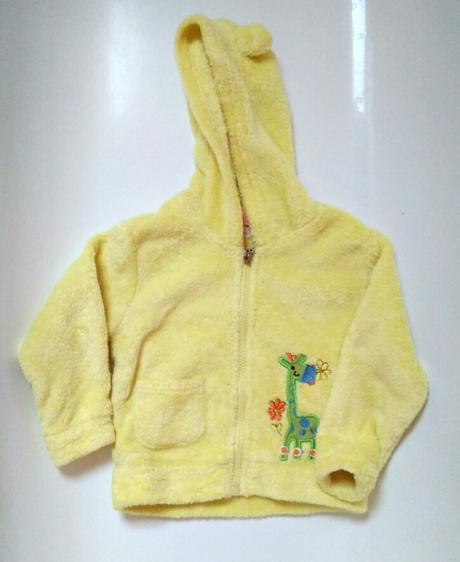 P64 - žlutá mikina se žirafou, 92