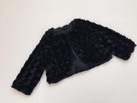 Bolérko černé chlupaťoučké - v.cca 92/98, 92