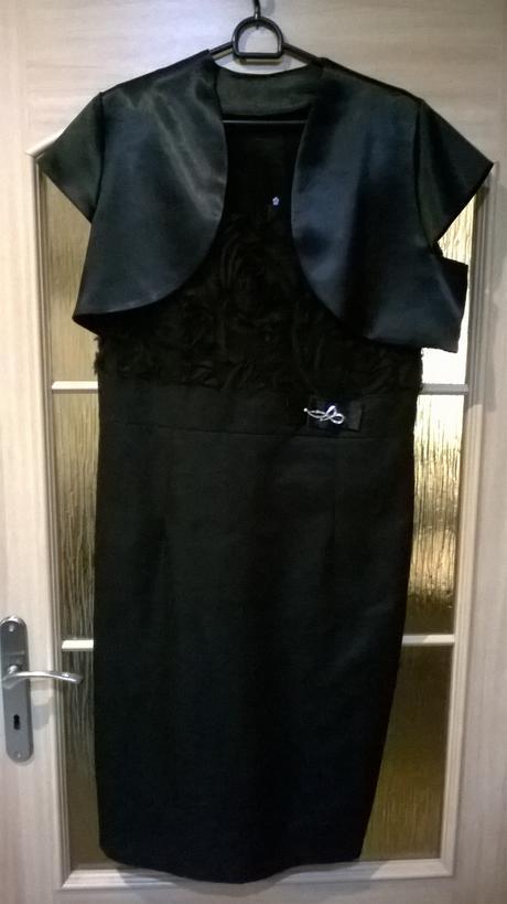 Černé pouzdrové šaty, 44