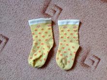Žluté ponožky s puntíky, 23