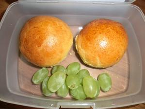 Domácí mini mazance s máslem a medem, hroznové víno