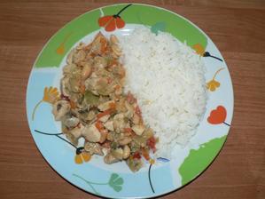 OBĚD: kuřecí směs a´la čína (s čínskou zeleninou a trochou neslaných arašídů) s rýží parboiled