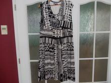 Bílo-černé šaty, 46