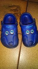 Gumové pantofle s páskem, 23