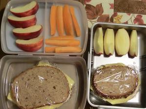 Lámankový chléb, gervais, tavený plátkový sýr, jablko, mrkev