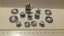 Miniaturní porcelánový servis,