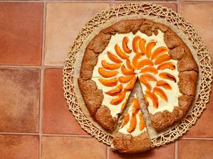 ♥Skořicový koláč s meruňkami a tvarohem♥
