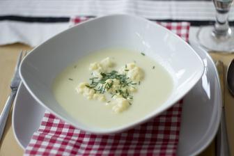 Květáková polévka se sýrovými nočky