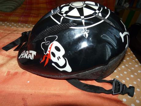 Cyklistická helma s rukavičkami,