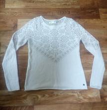 Bílý svetr se vzorem, 38