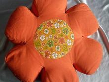 Oranžová květina podsedák,