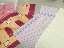 Peřiny a 3 ks povlečení na manželskou postel,