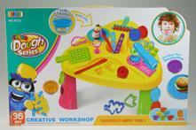 Kreativní stolek s doplňky,