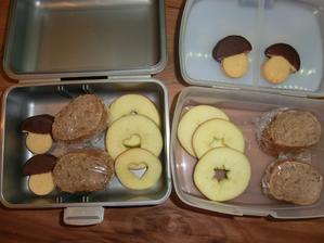 Bageta s tuňákovou pomazánkou, jablko a ochutnávka lineckých hříbečků