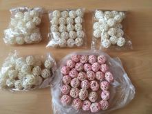 80 ks ratanové kuličky bílé ø 3 cm + 30 ks růž.,