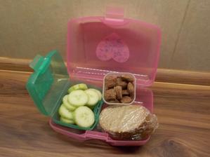 Blovický chléb s Kiri, okurka, cereální polštářky