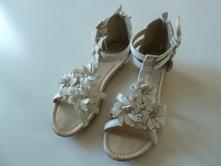 Sandálky s kytkou, 34