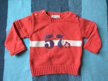 Červený svetr s mikinovými rukávy, 80