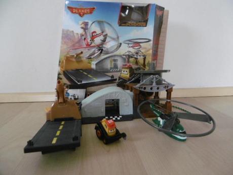 Set vrtulníku a autíčka planes,