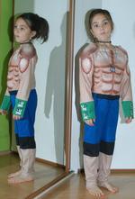 Karnevalový svalnatý kostým silák,