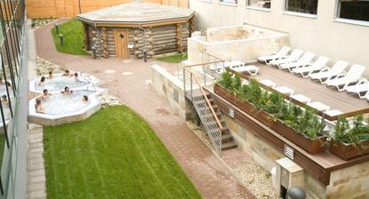 Aquapalace Čestlice - asi první wellness kde jsem byla jako dospělá. Komplex Aquaparku je obří, a wellness celkem taky. Privátní fakt nečekejte. Ale je nádherné a z těch desítek saun si jistě vyberete.