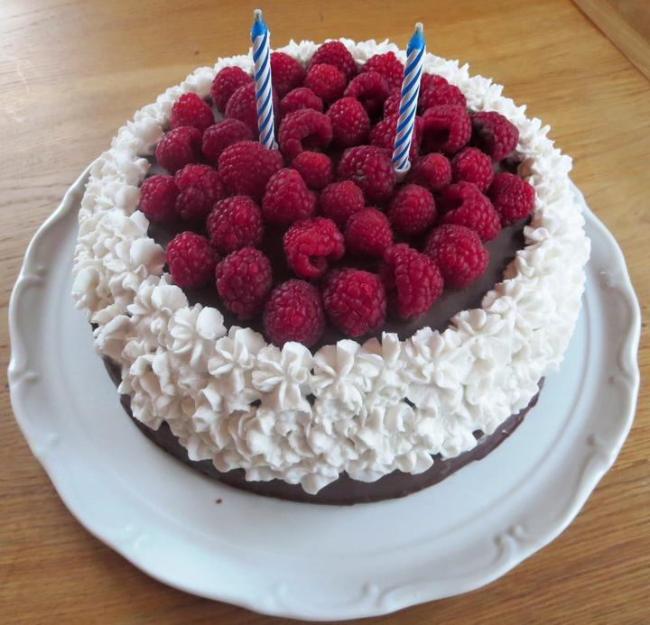 dort k druhým narozeninám Bezmléčná (později i bezvaječná) dieta pro Františka   Dort ke  dort k druhým narozeninám