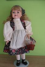Porcelánová panenka  s vypadanýma zoubkama,