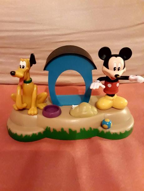 Mickey & pluto,