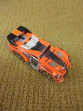 B004    kovové auto délka 8 cm, výška 3 cm,