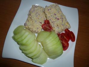 VEČEŘE: knekebrot, ředkvičkovo-vajíčková pomazánka, zelenina