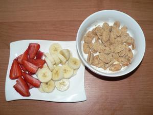 SNÍDANĚ: tvaroh, bebe dobré ráno mini, ovoce