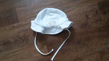 Bílý zavazovací klobouček, 86